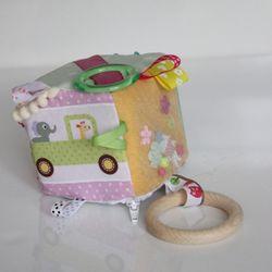 Interaktívna kocka s autíčkom